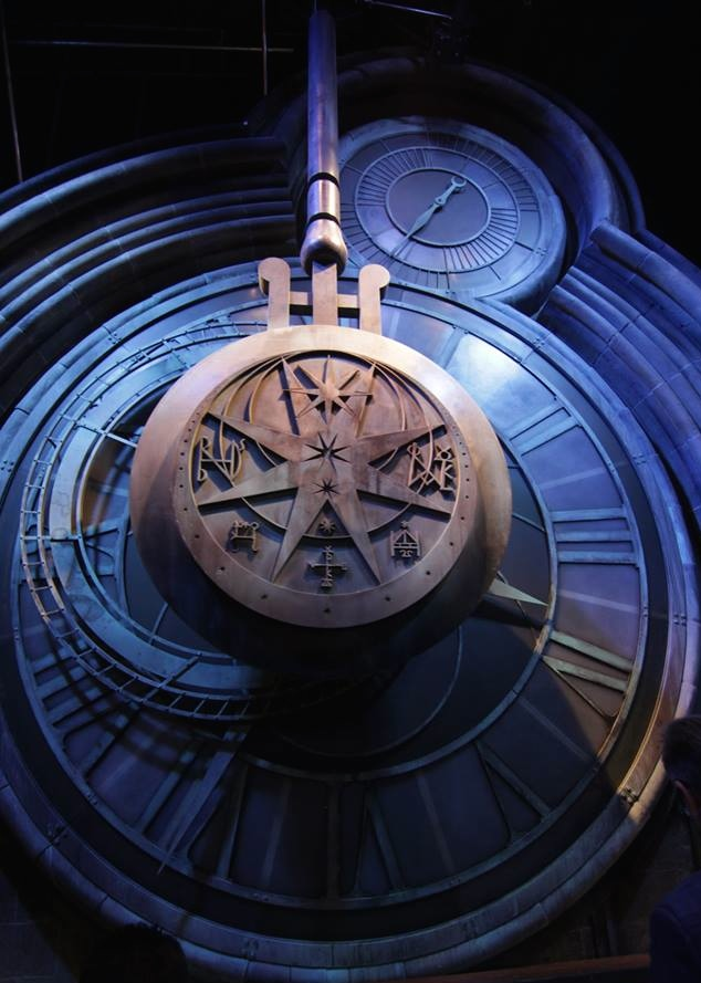 palter-hogwarts-clock